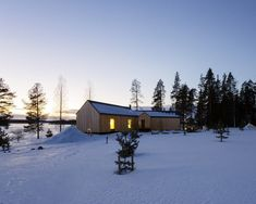 The modern finnish house was designed to meet the tastes of the former generation. The site also featured a large pompous garden with . Modern Barn House, Small House Design, Cabins In The Woods, Interior Exterior, Contemporary Architecture, Slovenia, House Plans, House Styles, Image 30