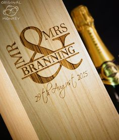 Personalised Wedding gift. Wine Box MR & MRS door OriginalMonkey
