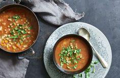 Linsesuppe – Sunne oppskrifter fra Roede-kjøkkenet Jelly, Nom Nom, Curry, Healthy Recipes, Ethnic Recipes, Food, Curries, Essen, Healthy Eating Recipes