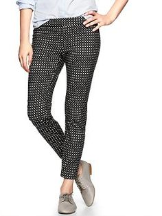 From petite to tall, these slim cropped print pants by Gap are super chic and all-occasion
