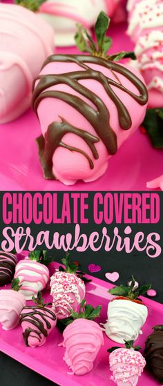 Chocolate Covered Strawberries are a Valentine's Day classic. This Valentine's Day Chocolate Covered Strawberries recipe is an easy way to make this romantic and pretty treat at home. Schwangerschaft Ankündigung Großeltern Spaß an Ehemann am Valentinstag Valentine Desserts, Valentines Day Food, Valentines Day Chocolates, Valentine Treats, Holiday Treats, Valentine Chocolate, Pink Chocolate, Chocolate Bars, Valentines Dinner Recipes