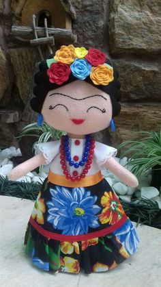 Funny and pretty Frida Kahlo Doll, Mexico handicrafts Doll Crafts, Diy Doll, Sewing Crafts, Sewing Projects, Mexican Party Decorations, Doll Painting, Felt Toys, Soft Dolls, Cute Dolls