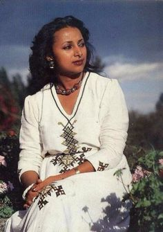 The most beautiful woman recognized in Ethiopia is an Oromo beauty Queen ,by the name ,Wubie Amansisa ( Wubit Ethiopia) ,used for advertising coffee in Ethiopia . Beautiful Ethiopian Women, Ethiopian Beauty, Ethiopian Dress, Most Beautiful Black Women, Beautiful People, Beautiful Places, African Tribes, African Diaspora, African Women