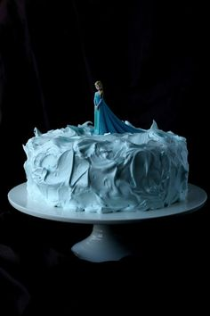 Suklaapossu: Frozen Elsa-kakku 5-vuotiaalle tytölle Frozen Birthday Party, Birthday Parties, Elsa Frozen, Birthdays, Desserts, Food, Anniversary Parties, Anniversaries, Tailgate Desserts