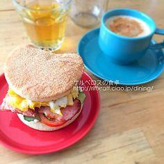 米粉マフィンのサンドイッチ、カフェオレ、ハーブティー。コーヒーはネスプレッソのインドリア。 - 18件のもぐもぐ - 米粉マフィンのサンドイッチ(朝食2015.4.16) by lottarosie