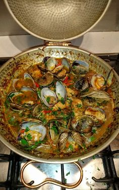 Nadire Atas on Shellfish Dishes From Around The World Recipe: Cataplana (Portuguese clams & pork) - Flavour Seeker Clam Recipes, Fish Recipes, Seafood Recipes, Cooking Recipes, Healthy Recipes, Mussel Recipes, Recipies, Fish Dishes, Seafood Dishes