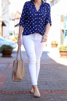 Blue & White Polka Dot Portofino Shirt Outfit for Spring Casual Summer Outfits, Classy Outfits, Stylish Outfits, Spring Outfits, Outfit Jeans, Shirt Outfit, Look Fashion, Fashion Outfits, Fashion Design