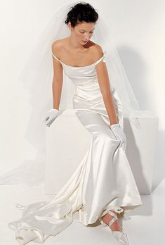 Brides: Le Spose Di Gi�. Off the shoulders, pure silk, ruched evening dress look.