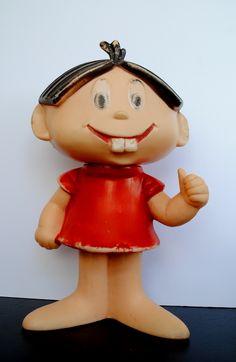 Boneca da Mônica. Minha irmã teve uma destas. Eu chutei muito sua cabeça (da boneca, é claro)
