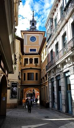 Oviedo, Spain | Flickr - Photo by Rick van Tuijl