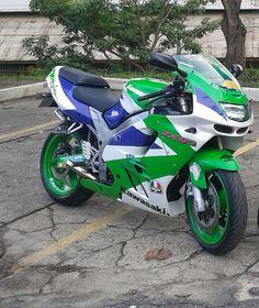 Motorcycle Shop, Motorcycle Travel, Motorcycle Helmets, Motorcycle Jacket, Kawasaki Zx9r, Motorcycle Photography, Kawasaki Motorcycles, Classic Bikes, Racing