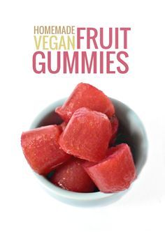 Homemade, healthy Gummy Fruit Snacks are easy to make at home with the help of a secret ingredient – agar flakes! FULL RECIPE HERE Fruit Sn. Healthy Vegan Snacks, Health Snacks, Vegan Sweets, Vegan Foods, Vegan Recipes, Detox Recipes, Vegan Meals, Gummy Fruit Snacks, Kid Snacks