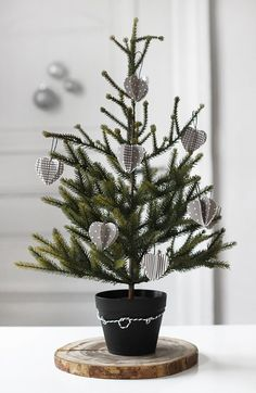 Pequena árvore de Natal com corações | Eu Decoro