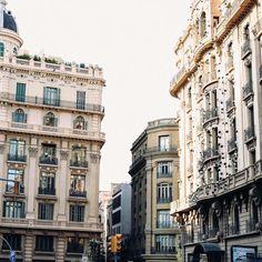 """""""Kien truc barcelona vừa cổ kính vừa thơ  #eutrip #barcelona"""" @kinfolkmagazine @cerealmag @vsco"""
