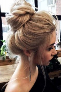 21 Cute and Easy Messy Bun Hairstyles Beautiful Messy Bun Updo for Long Hair Messy Bun Updo, Messy Bun Hairstyles, Classic Hairstyles, Chignon Hairstyle, Hairstyles Haircuts, Hairstyles For Women, Easy Messy Hairstyles, Cute Messy Buns, Messy High Bun