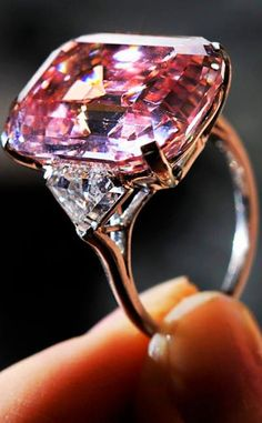 The Most Expensive Diamond In The World 2013. Its a 100.10 carats!