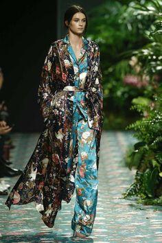 Jorge Vazquez- fw 2016 Harper's Bazaar, Couture, Fashion Books, Silk Satin, Catwalk, Boho Chic, What To Wear, Kimono Top, Lady