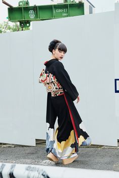 Traditional Japanese Kimono, Traditional Fashion, Traditional Dresses, Yukata Kimono, Kimono Dress, Harajuku Fashion, Japan Fashion, Geisha, Kimono Fashion