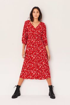 Fitted Midi Dress, Floral Midi Dress, Low Boots, Personal Shopping, Wrap Dress, Floral Prints, Feminine, Sleeves, Maxis