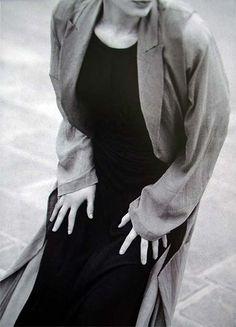 Photos PETER LINDBERGH  Harper's Bazzar - The general drift - Kristen Mc Menamy - Jan 1994