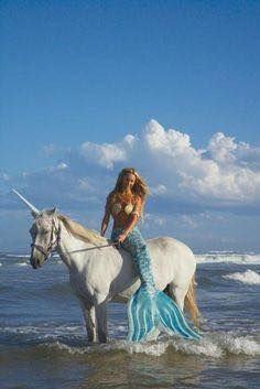 Beautiful colorful pictures and Gifs: Mermaid Pictures-Sirenas fotos Unicorns And Mermaids, Real Mermaids, Mermaids And Mermen, Magical Creatures, Fantasy Creatures, Sea Creatures, Mermaid Fairy, Mermaid Tale, Rikki H2o