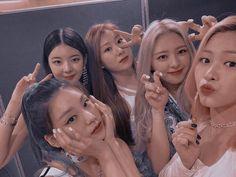 Kpop Aesthetic, Aesthetic Girl, Kpop Girl Groups, Kpop Girls, Best Friends Aesthetic, Korean Best Friends, Matching Profile Pictures, Aesthetic Iphone Wallpaper, Aesthetic Pictures