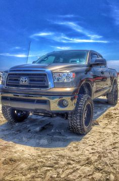 2011 Toyota tundra lifted on pro-comp 6 inch lift with moto metal wheels on 35x12.5r20 Mickey Thompson Brian deegan 38 tires