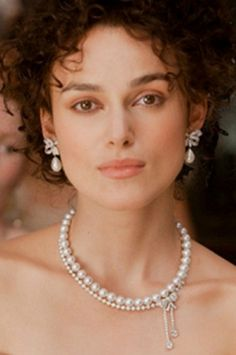 Keira Knightley wearing one of the Anna Karenina pearl necklaces. Will be making this one shortly.
