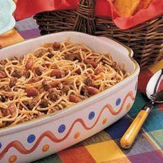 Chili Spaghetti Chili Spaghetti Recipe -My husband often requested that his grandma make this dish. Chili Spaghetti, Spaghetti Recipes, Baked Spaghetti, Pasta Recipes, Gourmet Recipes, Mexican Food Recipes, Dinner Recipes, Cooking Recipes, Chili Recipes