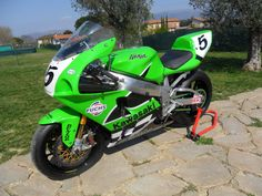 A forum community dedicated to Kawasaki Ninja ZX owners and enthusiasts. Come join the discussion about performance, racing, modifications, troubleshooting. Kawasaki Ninja 750, Kawasaki Zx7r, Kawasaki Motorcycles, Racing Motorcycles, Jeep Bumpers, The Italian Job, Sportbikes, Suzuki Gsx, Biker Girl