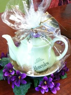 Teapot candles sold at Rosi's CottageTreasures.