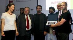 Vhils recebeu prémio personalidade do ano da Associação da Imprensa Estrangeira - Observador