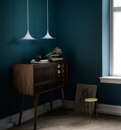 so much to love about this room, the colour, the furniture but what pops for me is the shape of those lights
