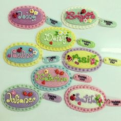 «~Name tag magnets, which color do you like? Fimo Clay, Polymer Clay Crafts, Ceramic Clay, Name Tag Design, Clay Keychain, Clay Magnets, Clay Videos, Clay Mugs, Clay Baby