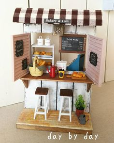 Miniature Bakery & Coffee Dollhouse ♡ ♡ By day by day Vitrine Miniature, Miniature Rooms, Miniature Crafts, Miniature Furniture, Dolls House Shop, Toy House, Diy Dollhouse, Dollhouse Miniatures, Small Furniture