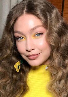8. LAGRIMAL DE COLOR Yellow Eye Makeup, Yellow Eyeshadow, Colorful Eye Makeup, Eyeshadow Looks, Eyeshadow Makeup, Eyeliner, Makeup Brushes, Eyeshadow Tips, Bright Makeup