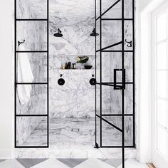 Found: the marble shower of our dreams. ‍♀️ photo: @studiolifestyle_