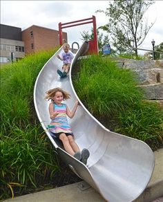 Backyard Slide, Sloped Backyard, Modern Backyard, Backyard For Kids, Modern Playground, Natural Playground, Playground Design, Playground Slides, Children Playground