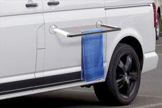 Mehrere Vorrichtungen mit verschiedenen Funktionen (z.B. ein Grill, ein Handtuchhalter, oder eine Garderobe), die mithilfe von Saugnäpfen an der Autokarosserie oder den Fensterscheiben befestigt werden. Eine Alternative zur herkömmlichen Camping Wäschespinne.