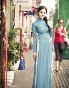This looks a bit tight on the model, but this kind of traditional style in Concordia Green and white bottoms (or black), with possible addition of small Concordia flower logo on chest or medium sized sweeping Concordia flower on side. Vietnamese Traditional Dress, Vietnamese Dress, Traditional Fashion, Traditional Dresses, Ao Dai, Asian Woman, Asian Girl, Indian Dresses, Asian Fashion