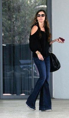 Sofía Vergara Cool Outfits, Casual Outfits, Summer Outfits, Flare Jeans Outfit, Look Fashion, Fashion Outfits, Moda Jeans, Look Jean, Jessica Parker