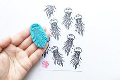 jellyfish hand carved rubber stamp. summerly craft projects with children and parents! each rubber stamp is originally designed and carved by talktothesun.  SIZE: about 5.2cmX2.5cm (2inX1in)  IDEAS FOR CRAFT PROJECTS: diy birthdays, christmas, summer ocean beach themed events, any occasions // art journalling // cards for divers and swimmers // summer scrapbooking // make invitation cards, thank you cards, gift tags, stickers, gift wrapping paper or pap...