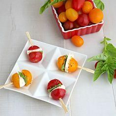 Curry and Comfort: Caprese Salad Bites Appetizer Clean Eating Snacks, Healthy Snacks, Healthy Recipes, Salad Recipes, Delicious Recipes, Tapas, Fall Appetizers, Appetizer Recipes, Milk Recipes