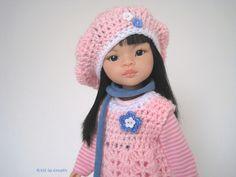 5 Teiler, für Steh-Puppe Liu (32 cm, Paola Reina) oder ähnliche Puppen in der Größe 30-34 cm.  Das Set besteht aus folgenden Elementen: - Häkel-Kleid mit Blümchen, Oberteil im Rücken zum...