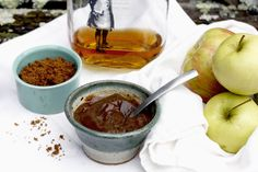 apple-bourbon-butter. Yum, i'm going to can this soon! Perfect for holiday gifts methinks and not a sugar overload like most apple butter recipes!