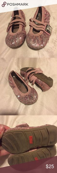 🆕Michael Kors Toddler Girls Flats Used, but super cute. Pink and darker pink sequins on the outside. MK Velcro buckle with pink elastic trim size 7. The outside looks like the sequins are silver too, they are just flipped upside down. KORS Michael Kors Shoes Dress Shoes