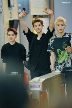 The two giants and baby squishy. #exo chanyeol kris kyungsoo