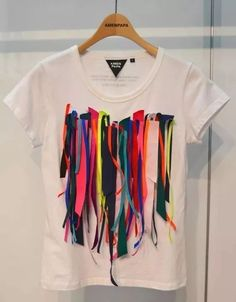 wgsn: A no-frills kinda t-shirt spotted at the trade show today by Youth Editor Fashion Details, Diy Fashion, Ideias Fashion, Fashion Outfits, Fashion Design, Diy Outfits, Fashion Clothes, Diy Vetement, Diy Mode