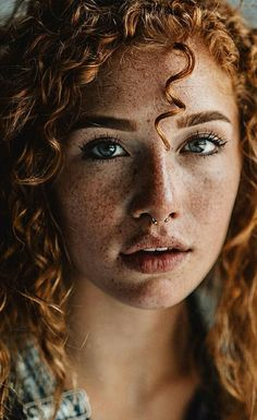 Six Thousand Faces Beautiful Freckles, Beautiful Red Hair, Beautiful Eyes, Beautiful People, Redheads Freckles, Freckles Girl, Gorgeous Redhead, Redhead Girl, Jolie Photo