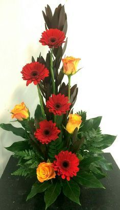 Line flower arrangement. The lines are made from the stems of roses and Transvaal Daisy's. Valentine Flower Arrangements, Contemporary Flower Arrangements, Tropical Flower Arrangements, Creative Flower Arrangements, Flower Arrangement Designs, Church Flower Arrangements, Rose Arrangements, Beautiful Flower Arrangements, Beautiful Flowers